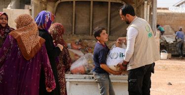 İHH'dan İdlib'teki yetim ailelerine gıda yardımı