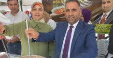 Başkan Rifat Sarı 1500 kişiye aşure dağıttı