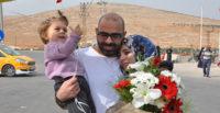 Suriyeli baba kızı ve eşine 2 yıl sonra kavuştu