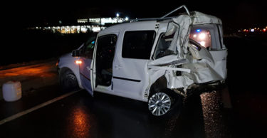 Tır hafif ticari araca arkadan çarptı: 2 yaralı