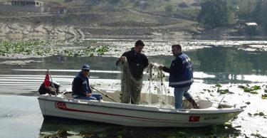 Gölbaşı Gölü ağlardan temizleniyor