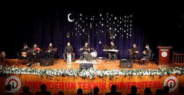 Dinleyiciler Türkülere eşlik ettiler