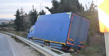 Kargo kamyoneti 2 aracı biçti