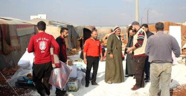 İdlib'e battaniye ve sünger yatak yardımı