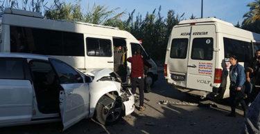 Dolmuşile özel otobüs çarpıştı, kaza korkuttu!