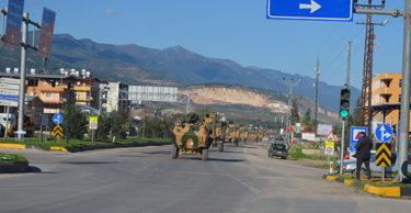 Hatay'dan Şanlıurfa sınırına askeri araç sevkiyatı