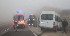 Hatay'da iki minibüs çarpıştı: 13 yaralı
