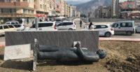 İnönü'nün heykeli fırtınaya dayanamadı