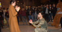 Mehmetçik'ten sürpriz evlenme teklifi
