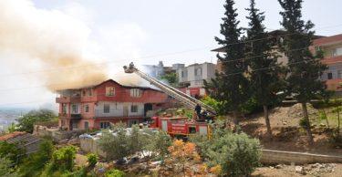 Bunalıma girdi evlerini yaktı