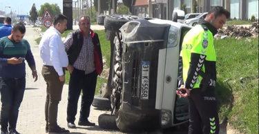 Direksiyon hakimiyeti kaybolan otomobil takla attı