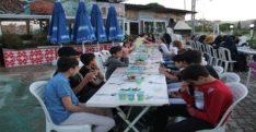 Suriyeli yetimlere iftar