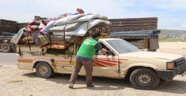 İdlib'deki saldırılardan kaçanlara iftar paketi