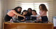 Kadın mühendis adaylarından enerji tasarrufu sağlayan yazılım