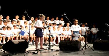 Çocuklardan mini konser