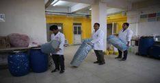 Yaz tatillerinde okullar için boya üretiyorlar