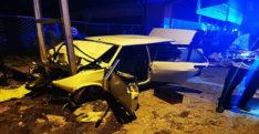 Otomobil elektrik direğine çarptı: 1 ölü, 6 yaralı