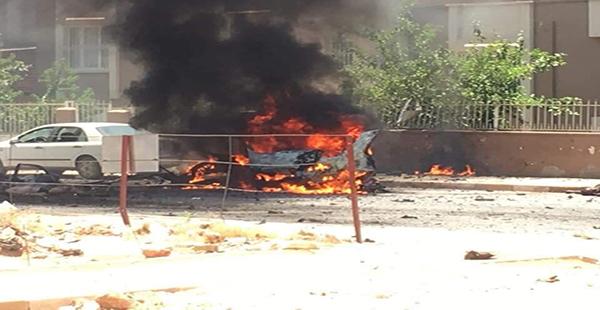 Hatay'ın Reyhanlı ilçesinde otomobilde meydana gelen patlamada araçtaki 3 Suriyeliden 2'si yaşamını yitirdi.