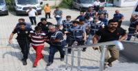 Polise karşı koyan firari hükümlünün yakınları arbedeye neden oldu