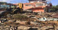 Erzin'de metruk binalar yıkılıyor