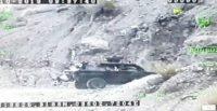 Kobra marka askeri araç geri manevra yaparken uçuruma böyle yuvarlandı