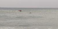 Balık avı için yüzerek açıldıkları denizde mahsur kalan baba ve oğlu kurtarıldı