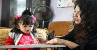 KIRILAN ELLERİ CAM KEMİK HASTASI İLKNUR'A ENGEL OLMUYOR