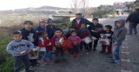"""""""Simitçi Erkan"""" İdlibli çocuklara 700 battaniye ve 150 mont ulaştırdı"""