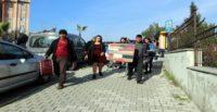 Hatay'da eşinden boşanan kadın, adliye önünde davul zurna eşliğinde halay çekti