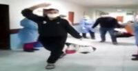 KOVİD-19'U YENEN İKİ KARDEŞ ALKIŞLARLA TABURCU EDİLDİ