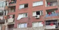 İSKENDERUN'DA EV VE İŞYERLERİNE BAYRAKLAR ASILDI