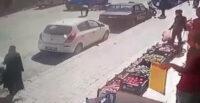 MOTOSİKLET İLE MİNİBÜSÜN ÇARPIŞMASI GÜVENLİK KAMERASINA YANSIDI