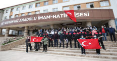 ÖĞRENCİLERDEN ŞAKALI POLİS HAFTASI KUTLAMASI