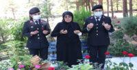 ŞEHİT BAŞÇAVUŞ FERHAT GEDİK'İN MEZARI BAŞINDA KURAN-I KERİM OKUNDU